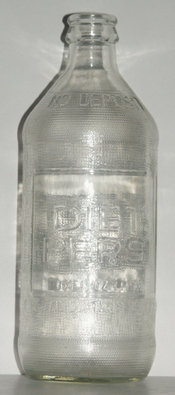 dating pepsi glass bottles Pepsi-cola antique & collectable: looking for pepsi-cola, the drink and the name, was invented in 1898 but was not trademarked until 1903 the logo was changed from an elaborate script to the modern block letters in 1963.